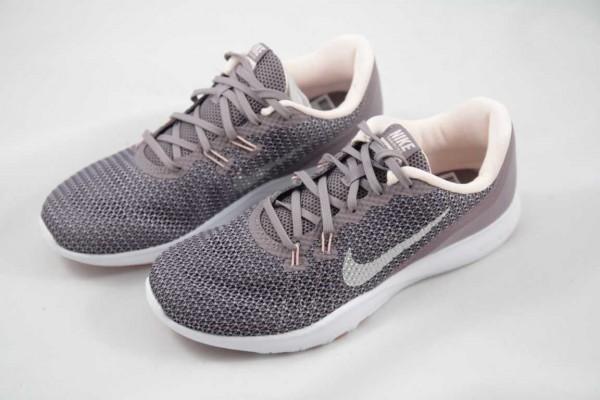 WMNS Nike Zoom Strike